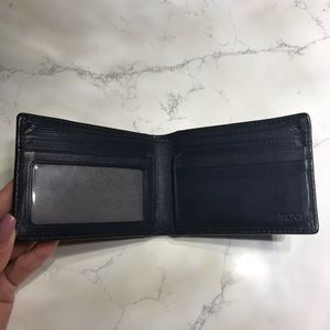 Tumi Bags - TUMI Men's Carbon CFX Fiber Double Billfold Wallet